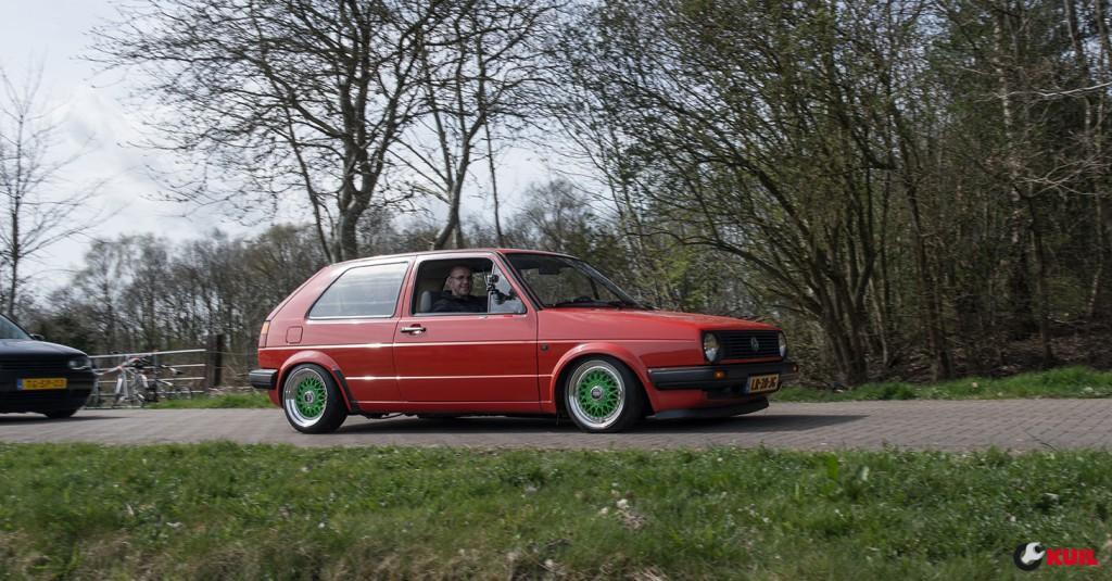 volkswagen-golf-2-driving