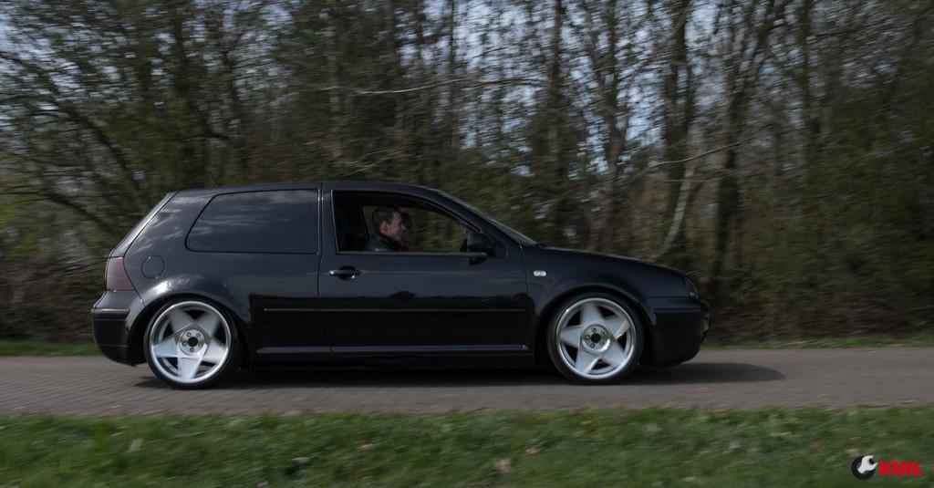 volkswagen-golf-4-driving