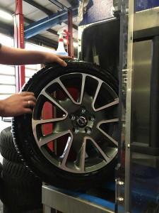 Stap 3: De wielen, zowel velgen als banden zijn gereinigd